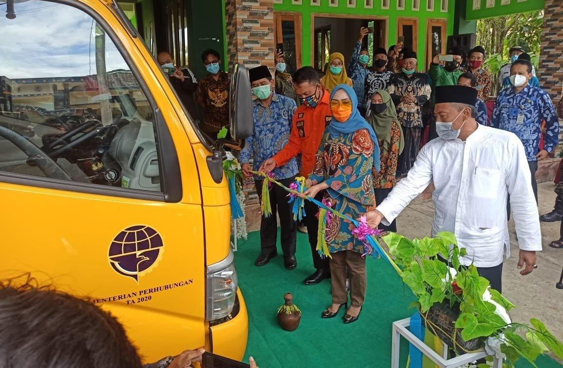 Yayasan Al-Muttaqin Syarif dapat bantuan Bus Sekolah